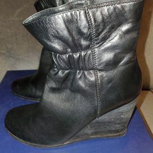 Splendid Black leather platform boot
